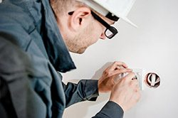 social-media-tips-for-tradespeople_electrician
